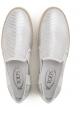 Zapatillas slip-on de mujer de Tod en piel laminada en plata