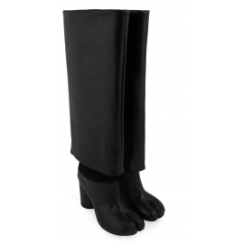 Botas de caña alta Maison Margiela en piel negra.