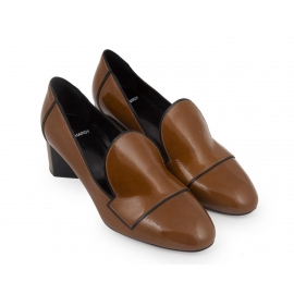 Zapatos de tacón Pierre Hardy en charol color caqui.