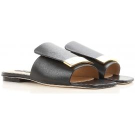 Zapatillas Sergio Rossi con cuero negro con tachuelas.