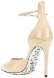 Zapatillas Gucci de tacón alto con zapatos en charol color arena.