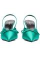 Sandalias cerradas abiertas detrás de Balenciaga en satén verde.