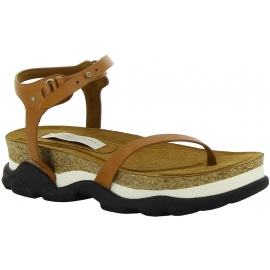 Stella McCartney caminando sandalias en marrón vegano